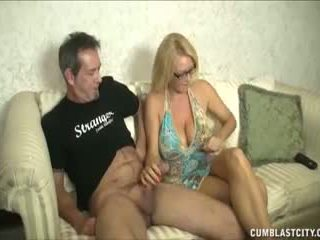 Huge-titted mqmf enjoys pajeando cocks