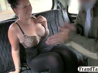 Amateur girl gets her pussy creampie jizzed