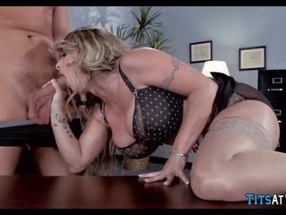 Bitchy pomo shows häntä jotka on sisään veloittaa, porno f6