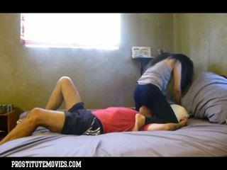 Asiatisch nutte femdon facesitting im yoga pants