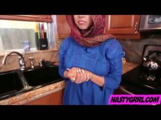 Hijabi chica ada has a chupar rabo y obey
