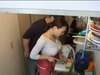 νοικοκυρές, κουζίνα, xvideos