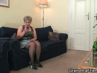 奶奶, 奶奶, 年輕的老