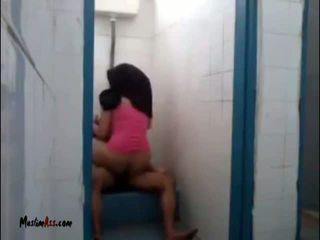 Hijab jilbab seks in toilet