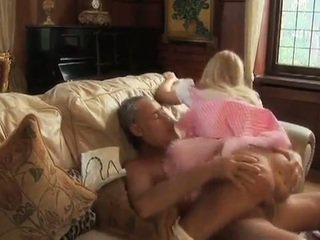 مفلس alice takes كوك من an كبار السن رجل