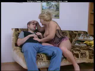 Голям красавици жена руски възрастни rosemary руски spunk shots гълтане