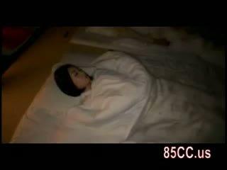 Žena zajebal s husbands prijatelj na the postelja 05
