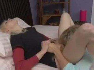 kedi yalama, yatak odası, lezbiyen