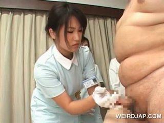 Japanska smutsiga nurses taking cum samples från deras patients