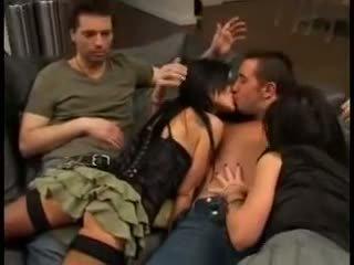 Elizabeth lawrence uz pornozvaigzne trijatā