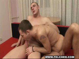 Pojke vän gives homosexual värdig anala barbackaa