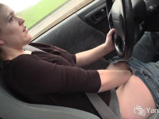 Seksual lou driving and rubbing her öl amjagaz