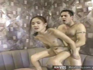Азиатки сервитьорка прецака от muscle хуй