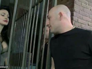 Aletta ocean getting double follada en cárcel