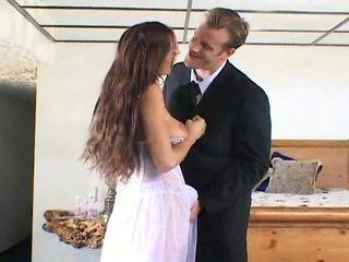 Comel pengantin perempuan getting fucked oleh two