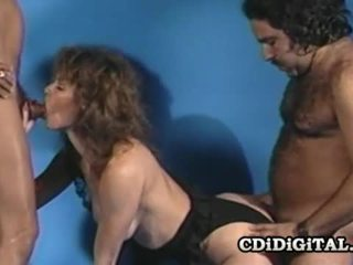 Aja retro naivka fucked podľa two throbbing dicks