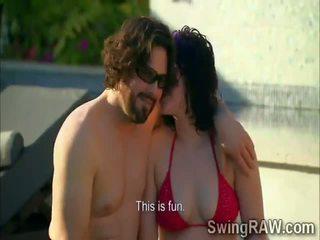 Swinger couples hebben party outdoors in realiteit tonen