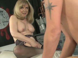 Nina hartley bounces viņai moist p.