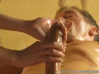 Magnifique blonde milf massage