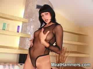 Sexy girl with an nice body gets dped by two big boners