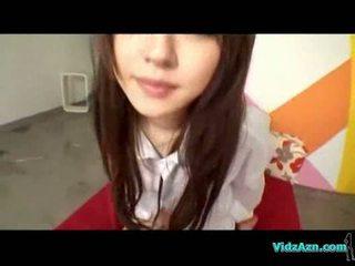 アジアの 女の子 で shirt giving フェラチオ ファック 上の ザ· ベッド