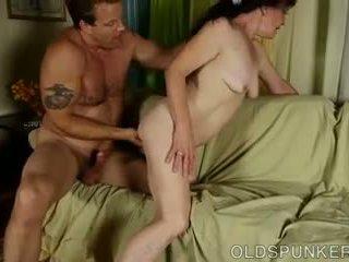Bite faim vieux spunker est une super chaud baise: gratuit porno ad