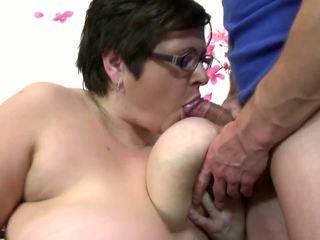 Didelis suaugę mama žįsti ir šūdas jaunas laimingas berniukas: nemokamai porno 4c