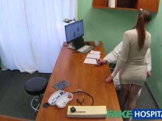 Fakehospital lékař gets sexy patients kočička mokrý