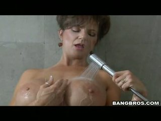 Pleasing momma deauxma likes the задоволення з getting sauced на її рот з сперма