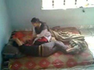 Bangladeshi médico estudiante con bf en mess (leaked)