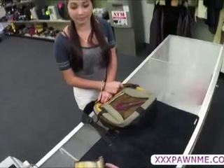 뜨거운 전문 대학 학생 pawns a lap dance 에 지불 그녀의 tuition