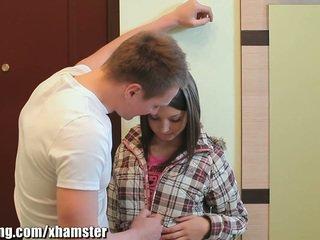 Webyoung akademi guy mengisap kecil mungil remaja angel's alat kemaluan wanita