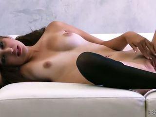 Superb ruse vogëlushe natasha malkova fondles të saj i mirë titties dhe pidh video