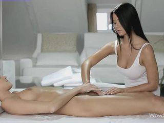 Lesbian sex cu silvie și addison