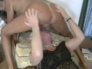 Guy & crossdresser mutual 콘돔 dongs 빨기