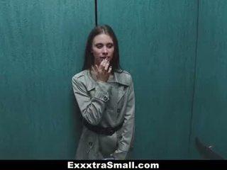 Exxxtrasmall - extra mały eskorta stretched przez a ogromny kutas