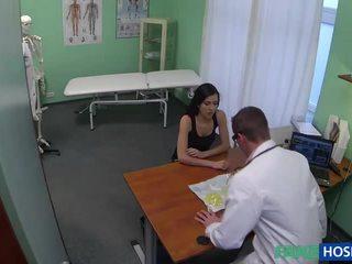 Seksuālā mammīte wants breast implants pounded
