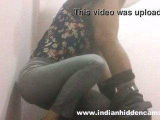 Indický kotě výstřik v restaurant záchod mms indian-sex