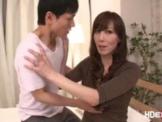 Σέξι ιαπωνικό reiko fucks να πάρει ένα τέλειο score