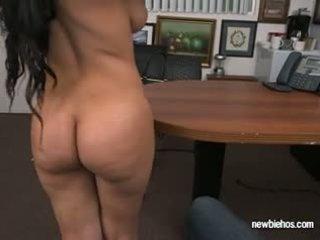 Sederona ada sucks cazzo di suo boyfriend in loro casa