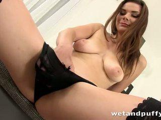 Seksi punca plays s a lovely muca pumpa