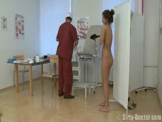 Picsa perverz által egy gynecologist