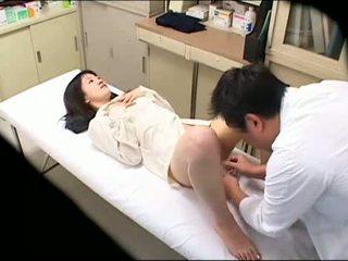 Perverzno doktor uses mlada bolnik 02