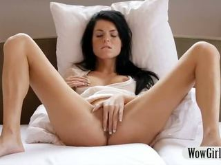 Gražu paauglys mergaitė margot finger fucks ir masturbates su a dildo