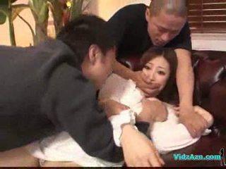 एशियन गर्ल में वाइट ड्रेस getting उसकी टिट्स rubbed पुसी लीक
