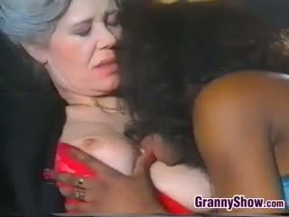 granny, lick, gamla + young
