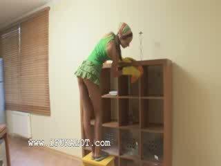 Pequeñita habitación cleaner follada duro