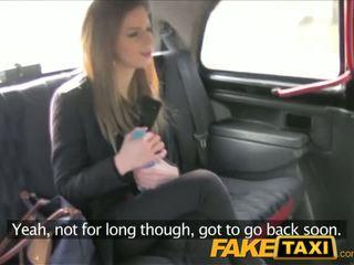 Faketaxi olśniewające brunetka takes to z za w taxi sextape - porno wideo 211