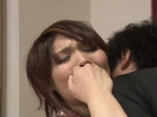 Asiatic milf gets pounded pe the bucatarie tabel