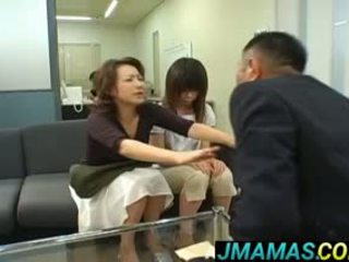 Miki yoshii e mãe mouths fodido por men